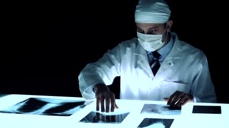 investigador : Forensic Investigator Collecting Evidence Bones x ray Murder