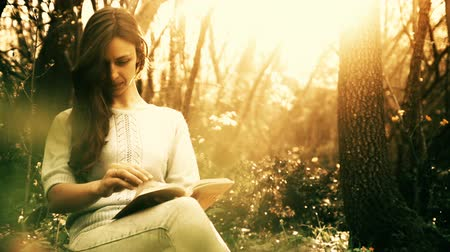 czytanie : Beautiful Woman Reading Book Forest Fairy Tale Concept  HD