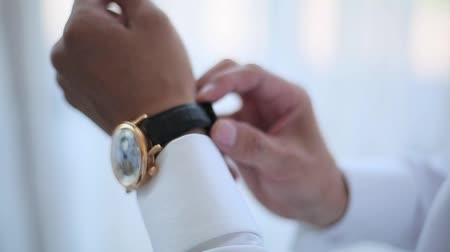 дорогой : Man wears an expensive watch on his wrist. Стоковые видеозаписи