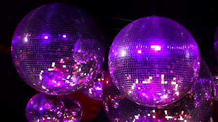 оказывать : Disco balls glows in the club.