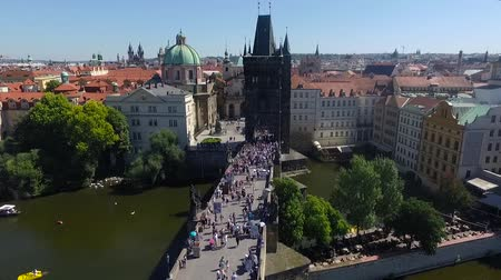aeroespaço : Aerial view of people on the bridge in Prague. Vídeos