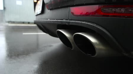 hangtompító : chrome exhaust pipe of the car.