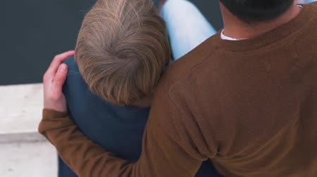 восхищенный : dad hugs his son close up.