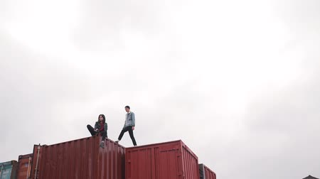 decorador : young couple in denim on a freight container.