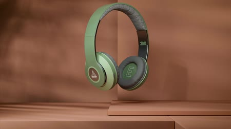 объект : green headphones