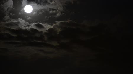 полный : Moon behind the clouds