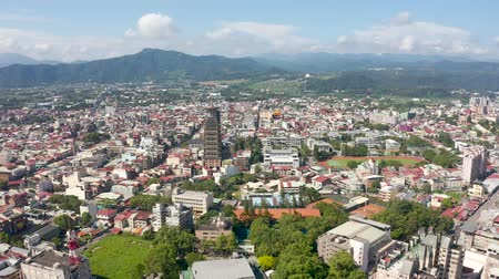 idílio : aerial view of Puli town with buildings in the daytime, Nantou, Taiwan Vídeos
