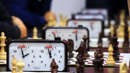 bordo : Close-up of chess game tournament with clock. Time lapse Stock Footage