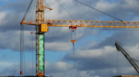 site : Fast time lapse of tower cranes and construction site
