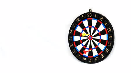 hedef : Darts stucks in a target