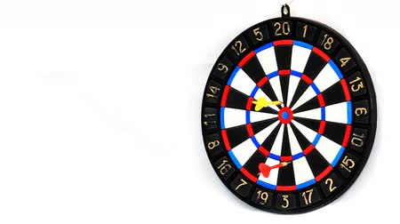 стрельба : Darts stucks in a target