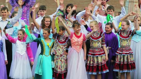 konuksever : CHITA, RUSSIA - MAY 9: During Victory Day celebration childrens ensemble welcomes the audience. May 9, 2012