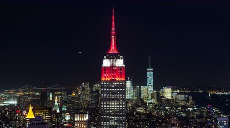 flatiron building : The Empire State Building in Red in Manhattan New York City Night Timelapse