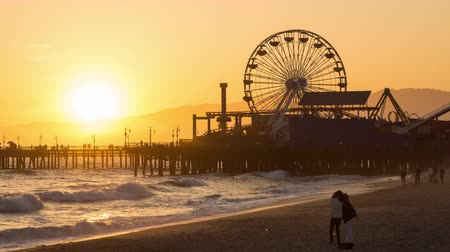gün : Santa Monica Pier, California Day to Night Sunset Timelapse