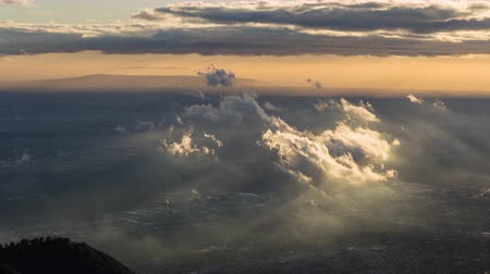 gün : Clouds and Golden Hour Light in Los Angeles, California Day Timelapse