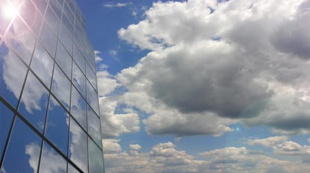 napsütéses napon : Office building cloud reflection. Time lapse