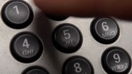 tárcsáz : Close up of a phone and a hand dialing the emergency number 911