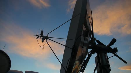 antennák : 0 Shutterstock Footage A close up of a satellite antenna at sunset searching for a channel