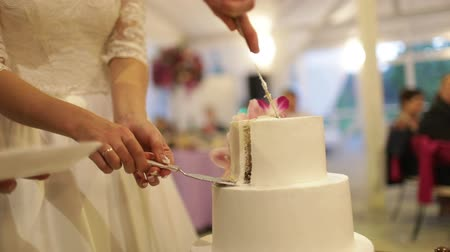 powdered : the bride and groom cut the cake with fresh flowers