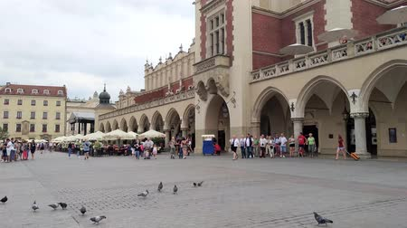 wisla : KRAKOW, POLAND - AUGUST 3, 2017: people walking on the Market Square (Rynek Glowny) It is a largest square measuring 200 meters on the side, and is the largest medieval square in Europe. Stock Footage