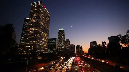 villes : Trafic Los Angeles Downtown at Sunset