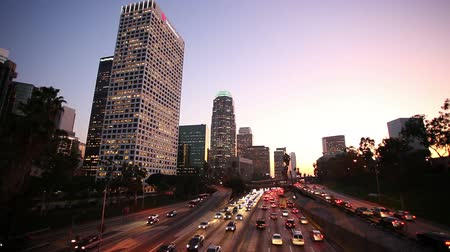 samochody : Los Angeles Downtown Traffic at Sunset