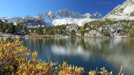 wspinaczka górska : Beautiful Mountain Lake, Snowy Peak Reflecting in Lake Wideo