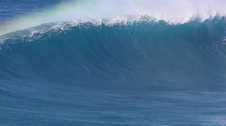 spat : Giant Blue Ocean Wave Stockvideo