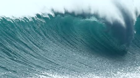 barril : Giant Blue Ocean Wave Stock Footage