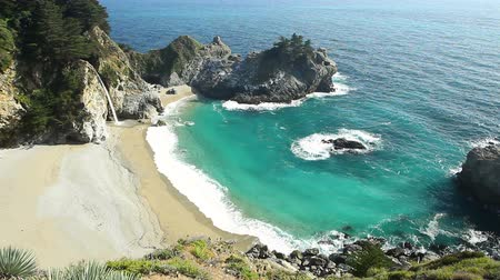 landschappen : McWay Falls, Julia Pfeiffer Burns State Stockvideo