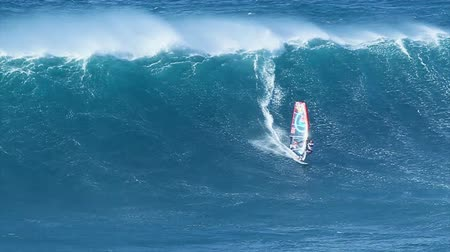 sportowiec : MAUI, HI - MARCH 13: Professional windsurfer Jason Polakow rides a giant wave at Jaws. March 13, 2011 in Maui, HI.