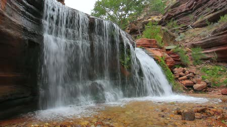 rzeka : Beautiful Waterfall in the Grand Canyon
