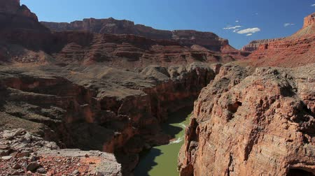 velg : Mooi Landschap Vista van de Grand Canyon met Colorado rivier Stockvideo