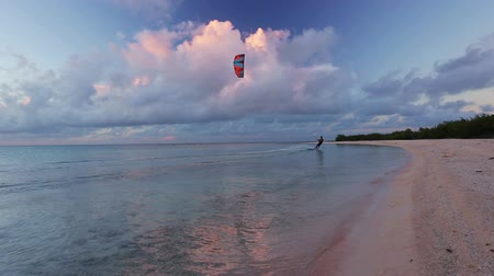 Kite Surfing at Sunset. Fun in the Ocean, Extreme Sport Wideo