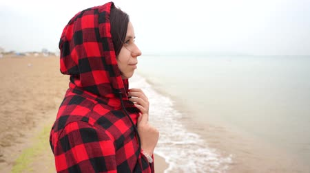 looking distance : Girl in a hood on the beach