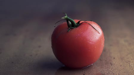 базилика : Red tomato on wooden background, concept: fresh vegetables, healthy food.