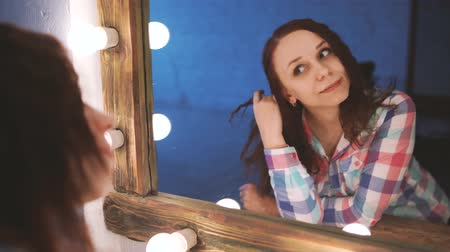 rozmazlování : Woman combing her long hair, looking at the mirror. Girl taking care refreshing her hairstyle. Haircare concept. Dostupné videozáznamy