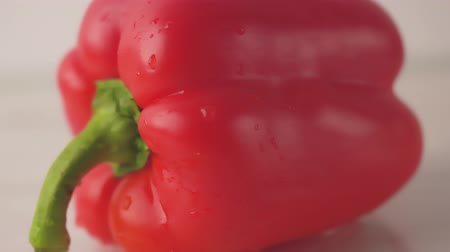 amido : Fresh organic red pepper on a white background, close-up, shallow depth of field. Bulgarian pepper. Fresh delicious salad ingredient. The concept of healthy eating.