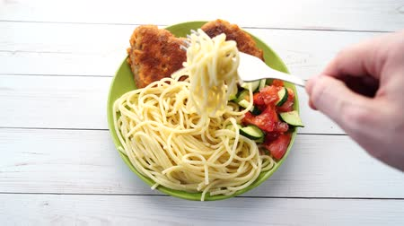 家禽 : traditional dish consisting of spaghetti with chicken cutlets and vegetable salad. 動画素材