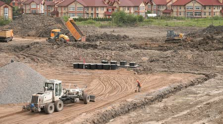 buldozer : MOSCOW, RUSSIA - JULY 07, 2017: Bulldozer aligns the large pile of clay on construction site. Construction working process. Construction site Dostupné videozáznamy