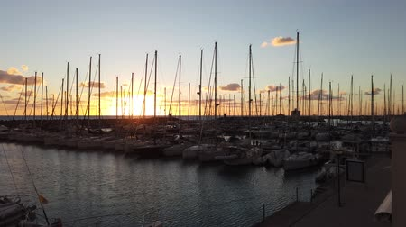 Řím : Ostia Lido Rome, Italy - January 17, 2019: Siunset at the marina in Rome, many boats moored because it is the port of Rome located in the coastal district of Ostia Lido. Dostupné videozáznamy
