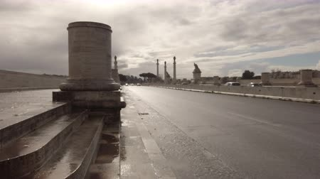 Řím : Rome, Italy -February 03, 2019: The imposing monumental construction of the Ponte Flaminio, located in the northern Rome crossed by the Corso Francia road, with the local traffic on the rainy winter day