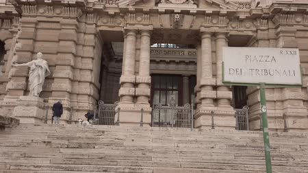 Řím : Rome, Italy - February 03, 2019: Glimpse of the historic and artistic Justice Palace at Rome, located in Court Square, seat of the Supreme Court of Cassation and the Council of the Bar Association Dostupné videozáznamy