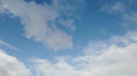 srážky : Timelapse with clouds, awe movement, puffs of light and blue sky