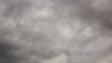 srážky : Timelapse sky with dark amorphous nimbostratus clouds moving slow carried by the wind looking like smoke