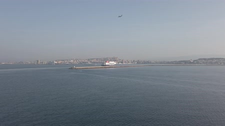паром : Cagliari, Italy - September 20, 2019: Ferry approaching slowly Cagliari port to Sardinia region