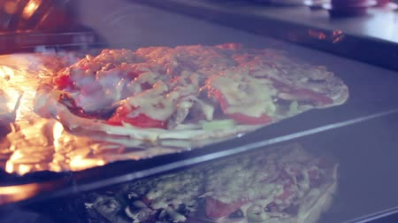 mikrohullámú : Cooking pizza at home time lapse