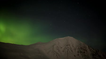 noruega : Northern Lights over the mountains
