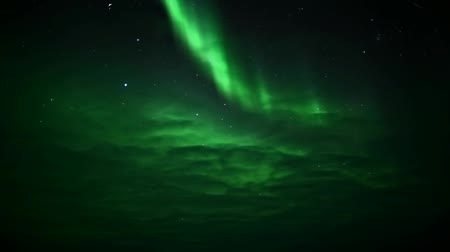 noordpool : Northern Lights achter de wolken Stockvideo