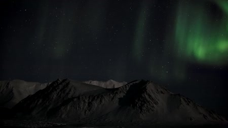 stella polare : Northern Lights sulle montagne